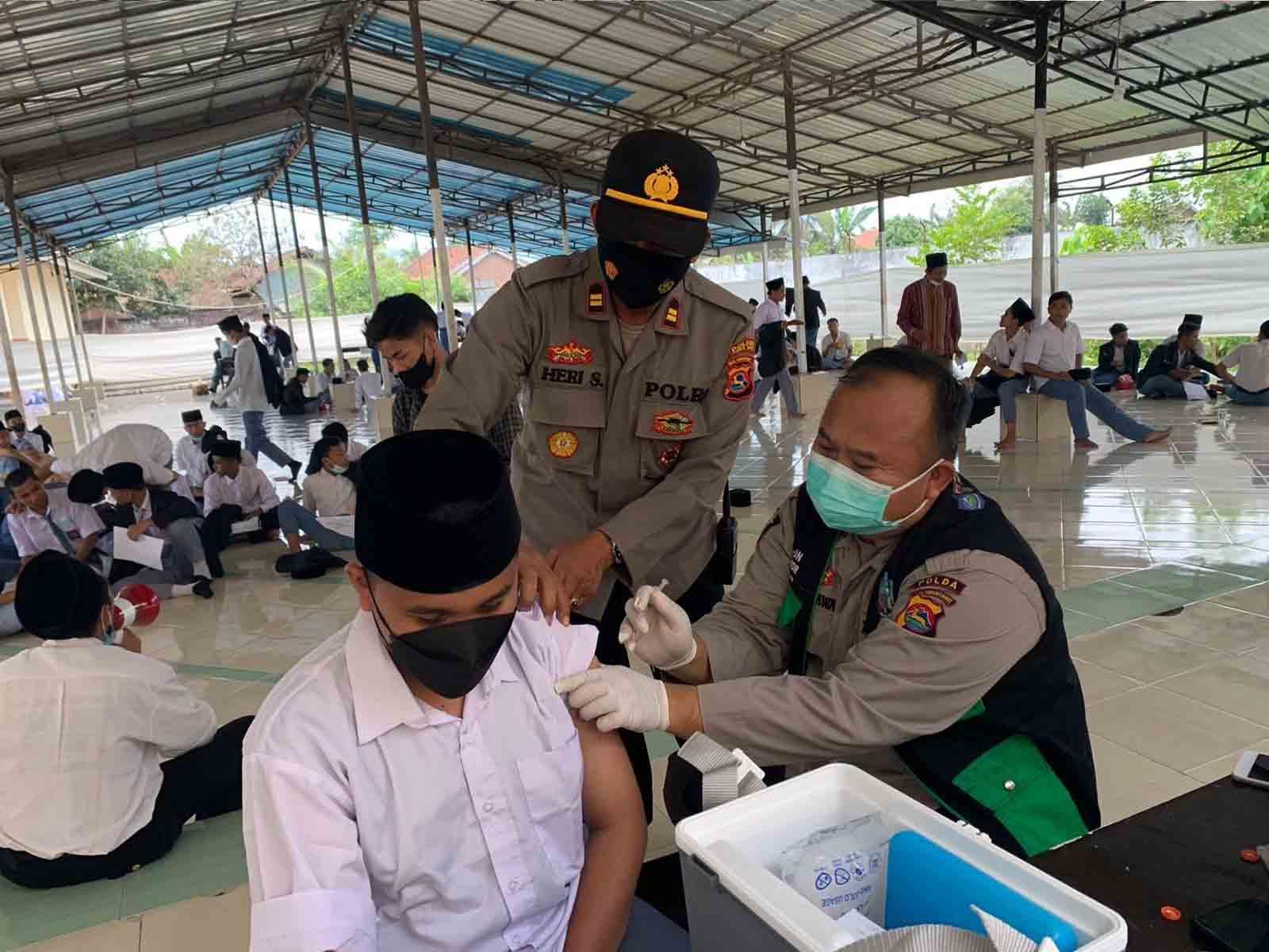 Vaksinasi di Lombok barat